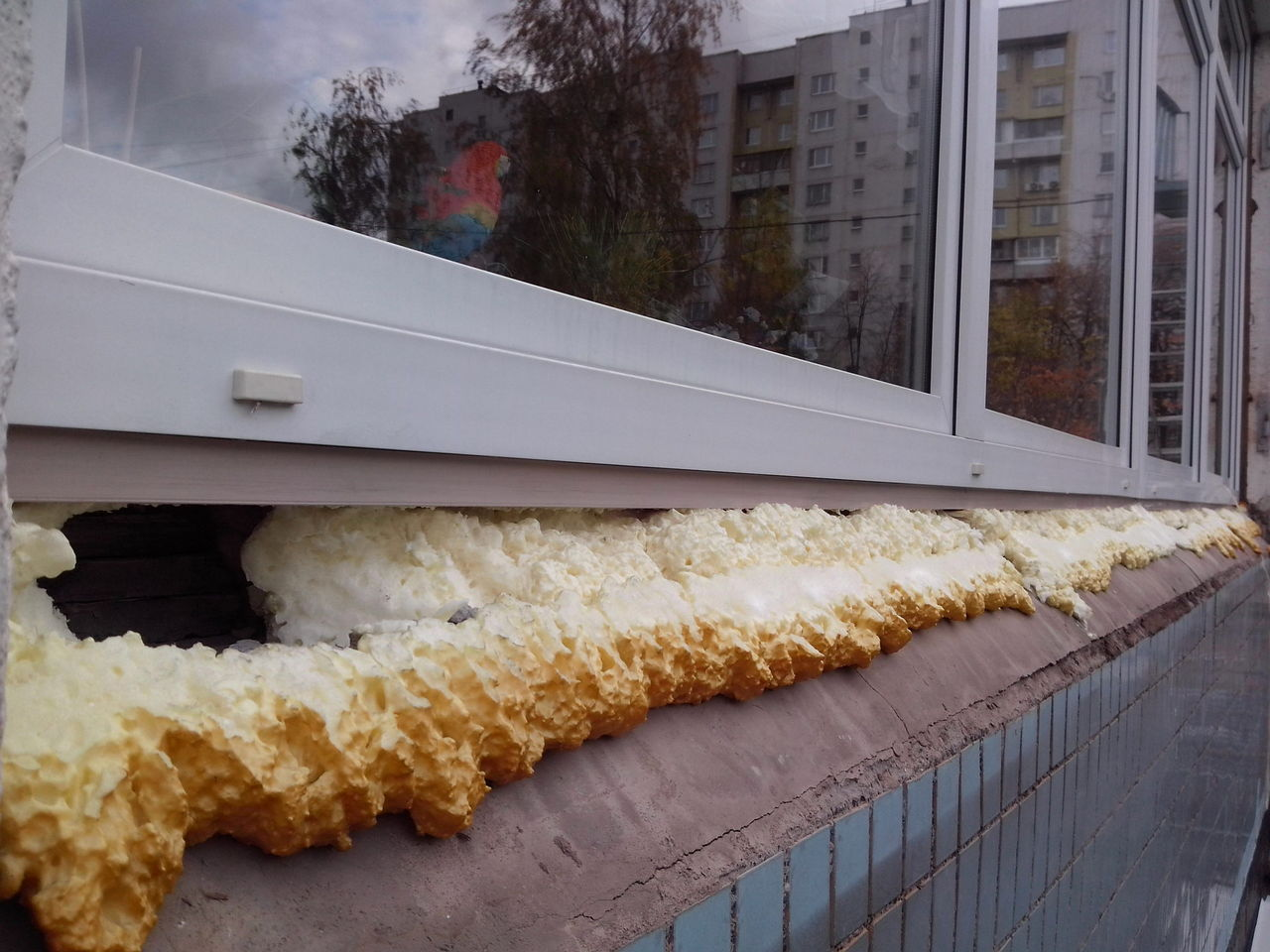 Пена на пластиковых окнах