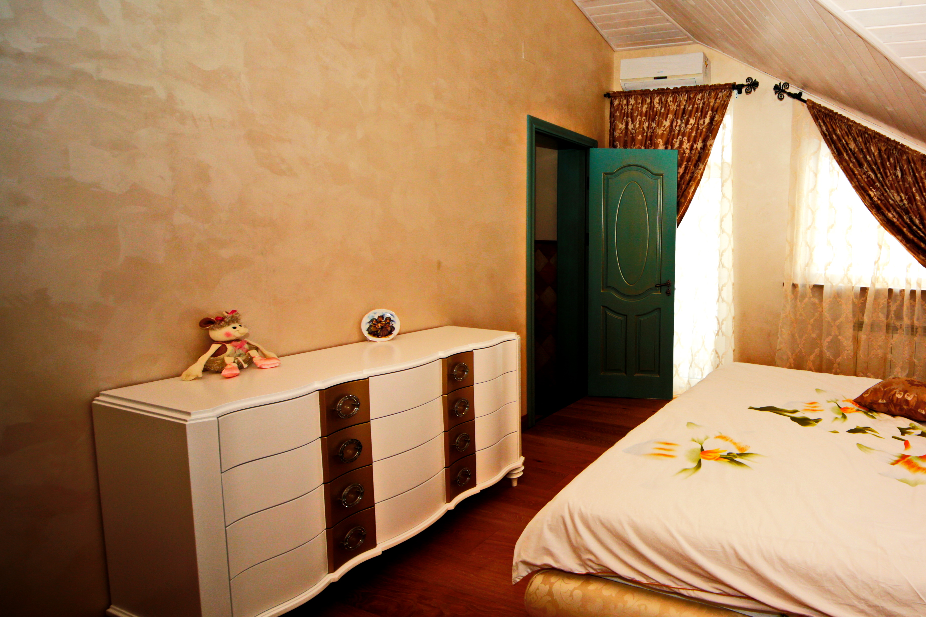 Фото шелковой штукатурки в спальне