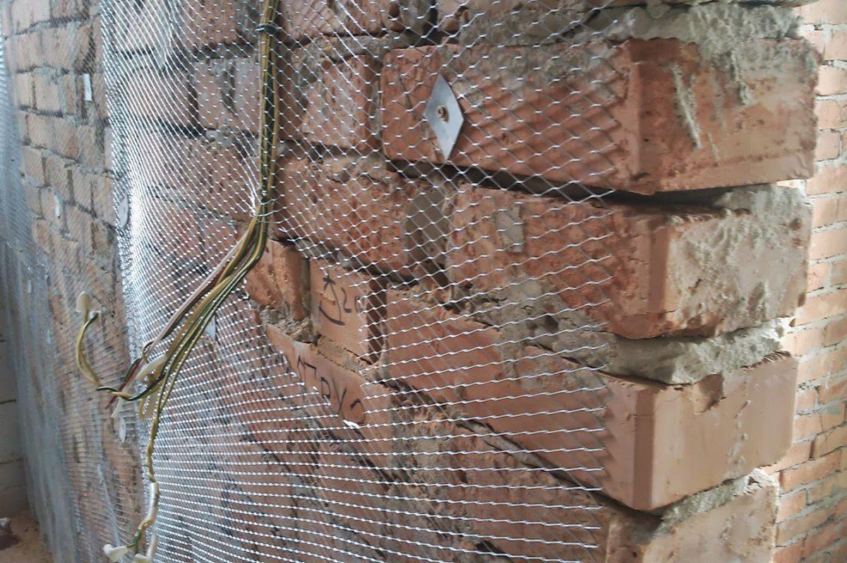 Штукатурная сетка на кирпичной стене