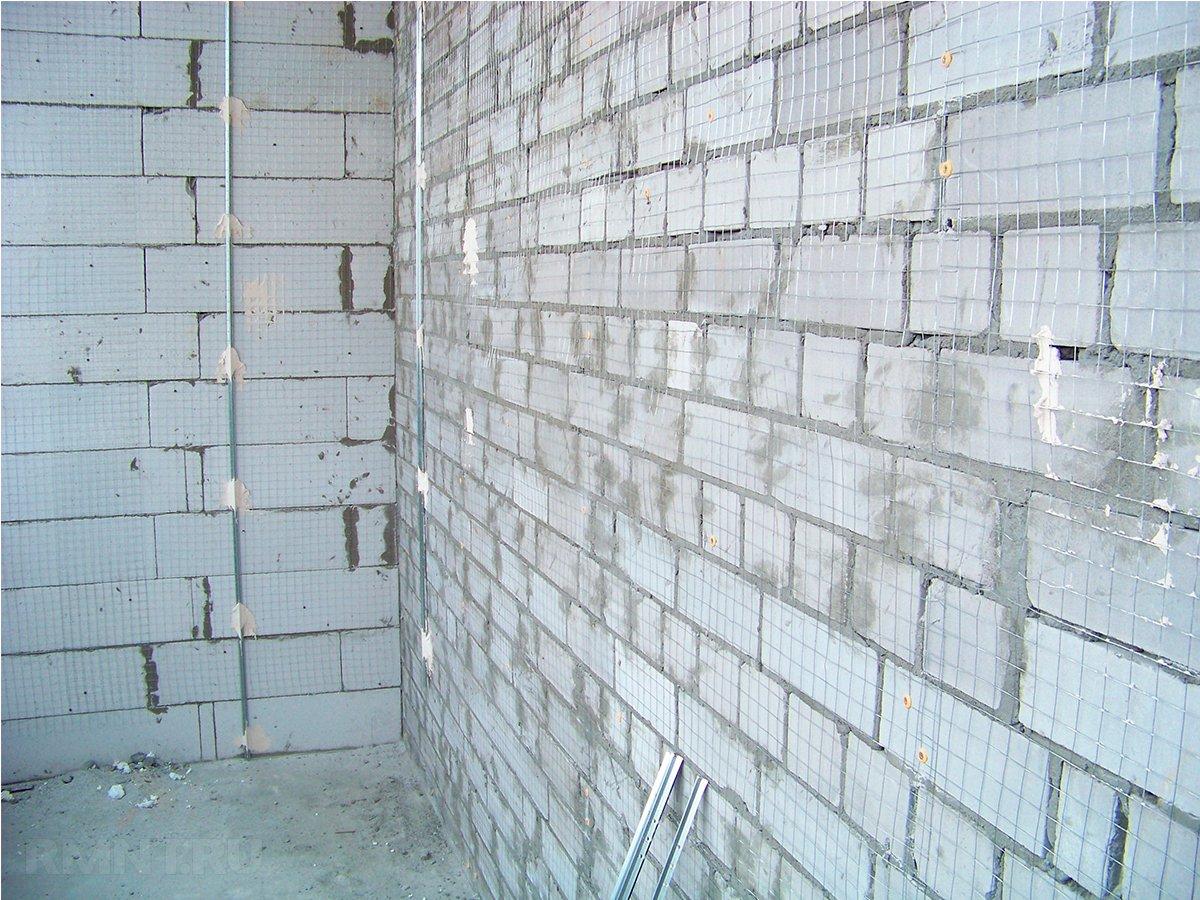 Армирующая сетка на стене