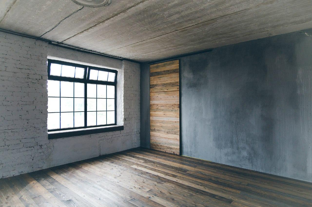 Бетонная стена в доме