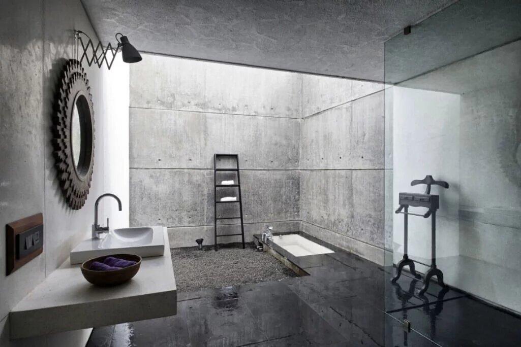 Бетонные стены в ванной