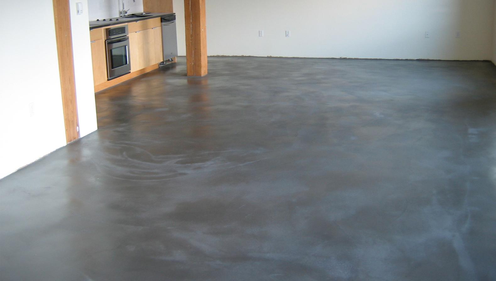 Дом с бетонным полом