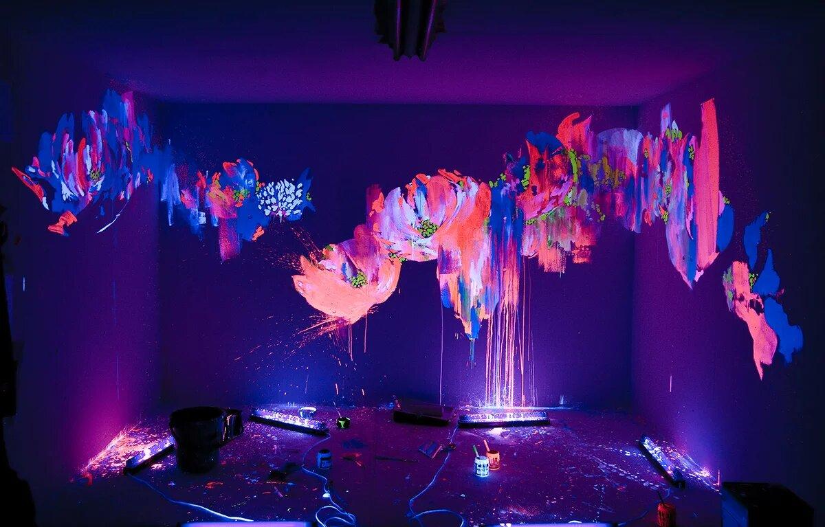 Флуоресцентная краска на стенах