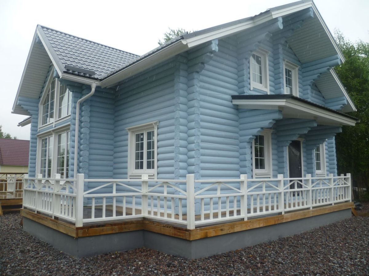 Голубой деревянный дом