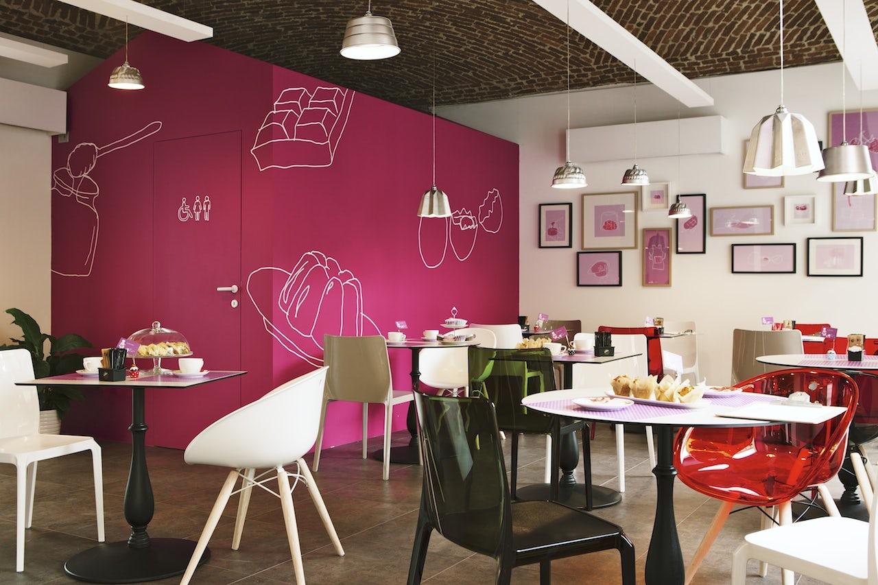 Крашенные стены в кафе