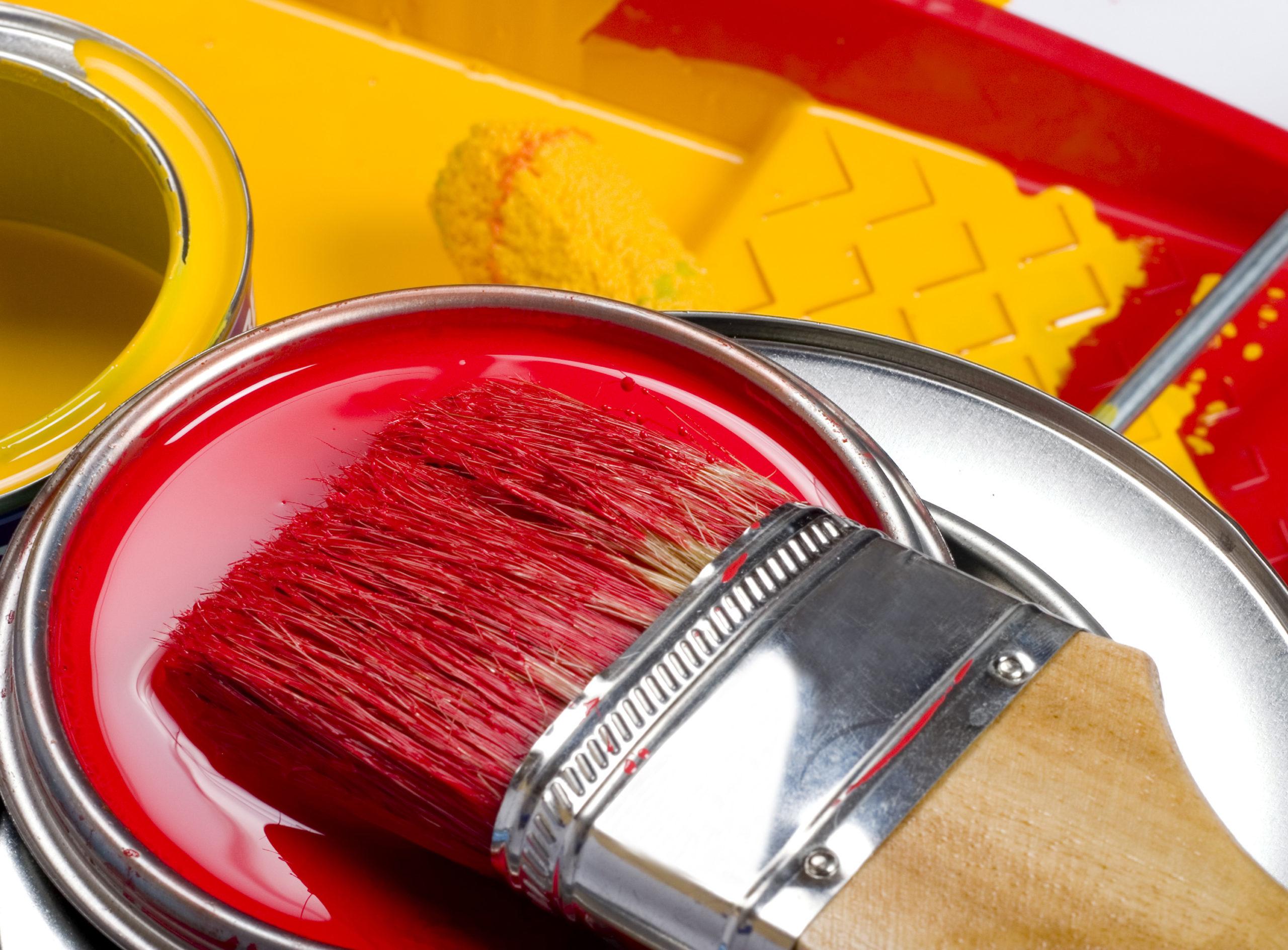 Фото краски с кисточкой