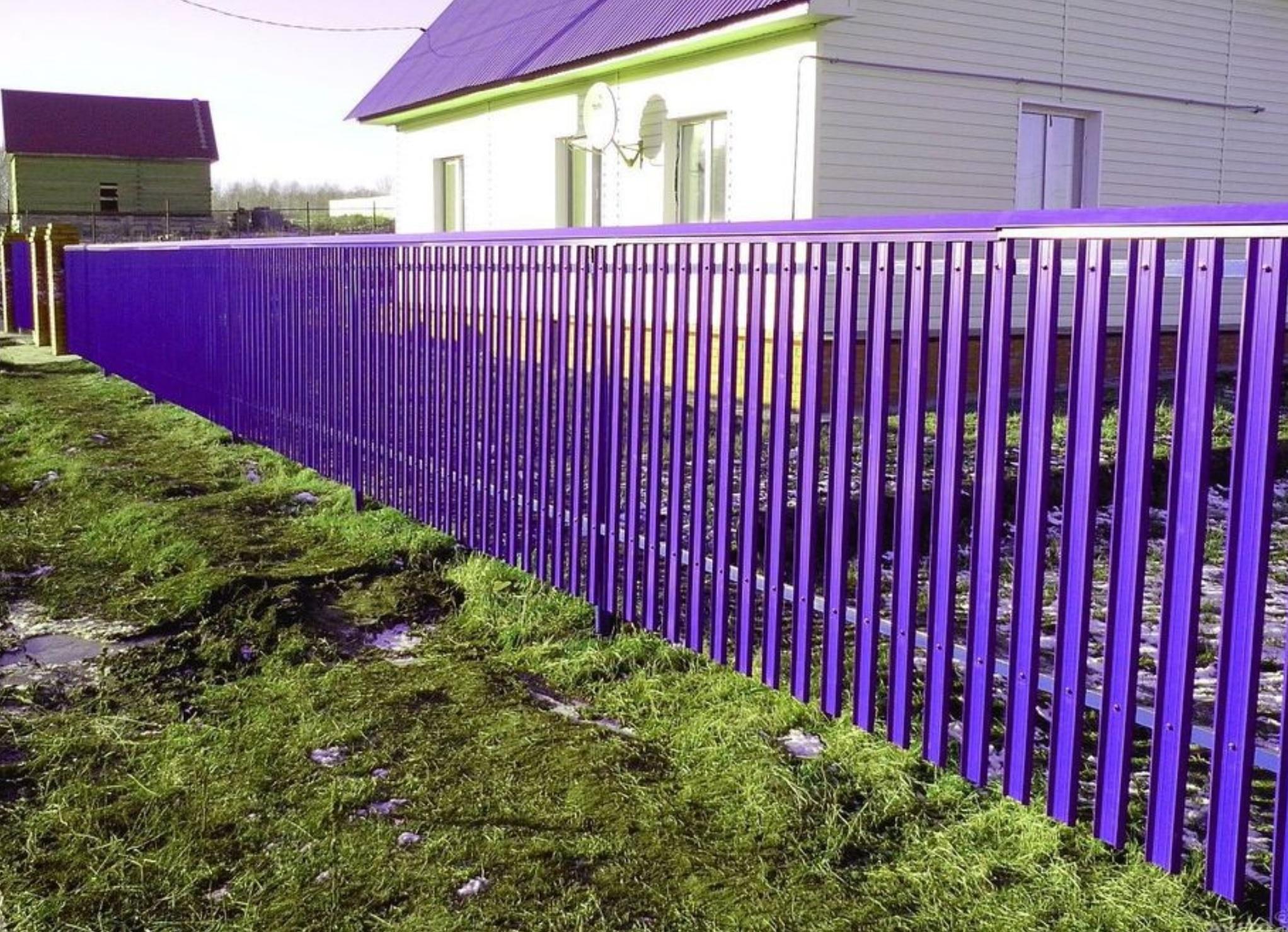 Окрашенный забор