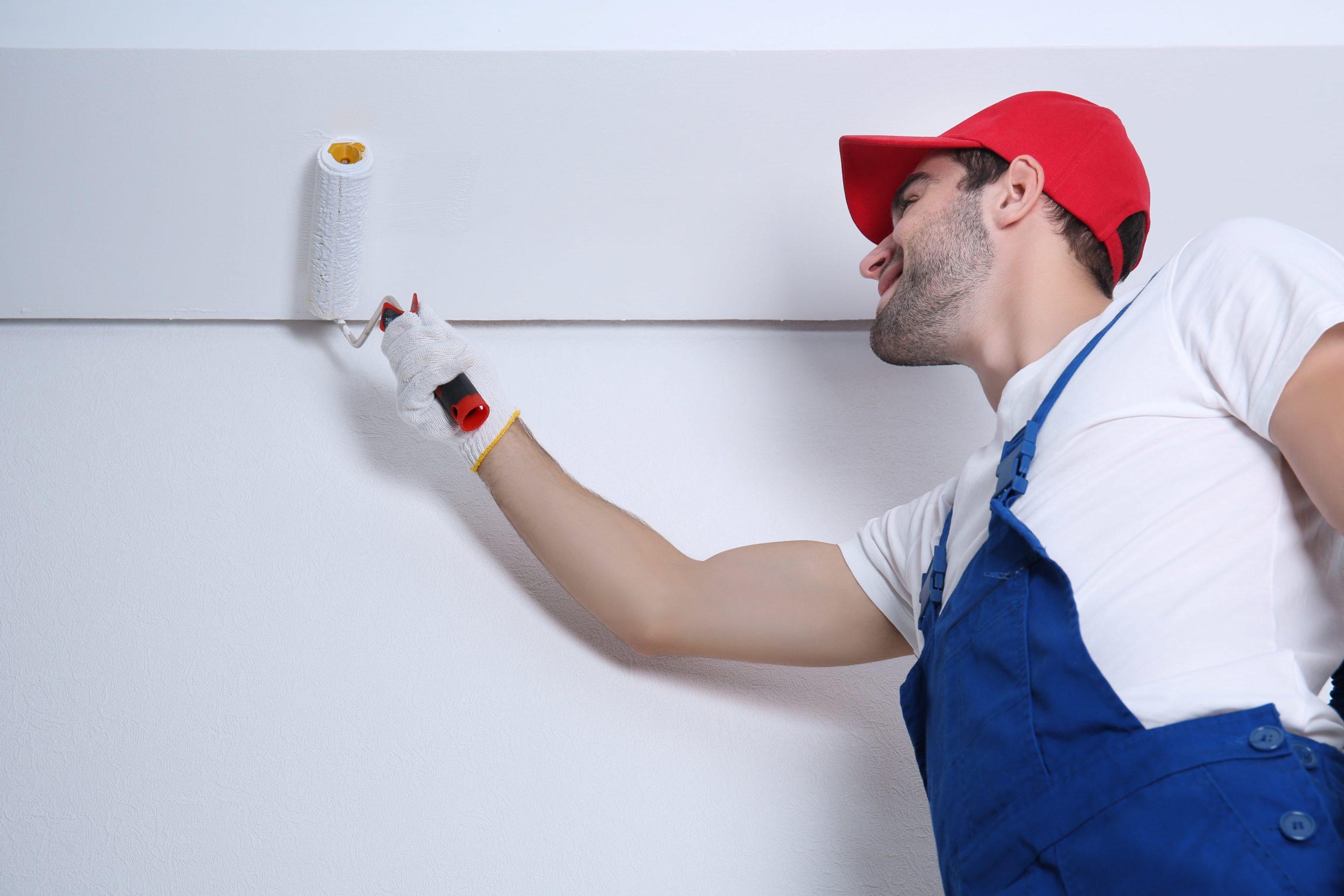 Окрашивание потолка в доме