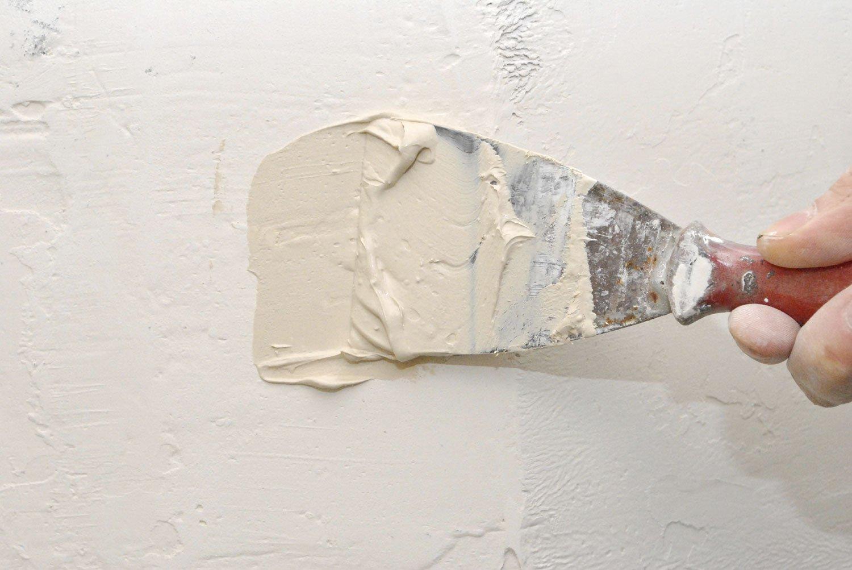 Шпаклевка трещин в стене
