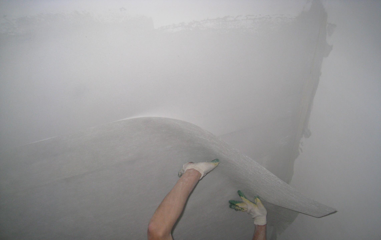Стеклохолст паутинка на потолке