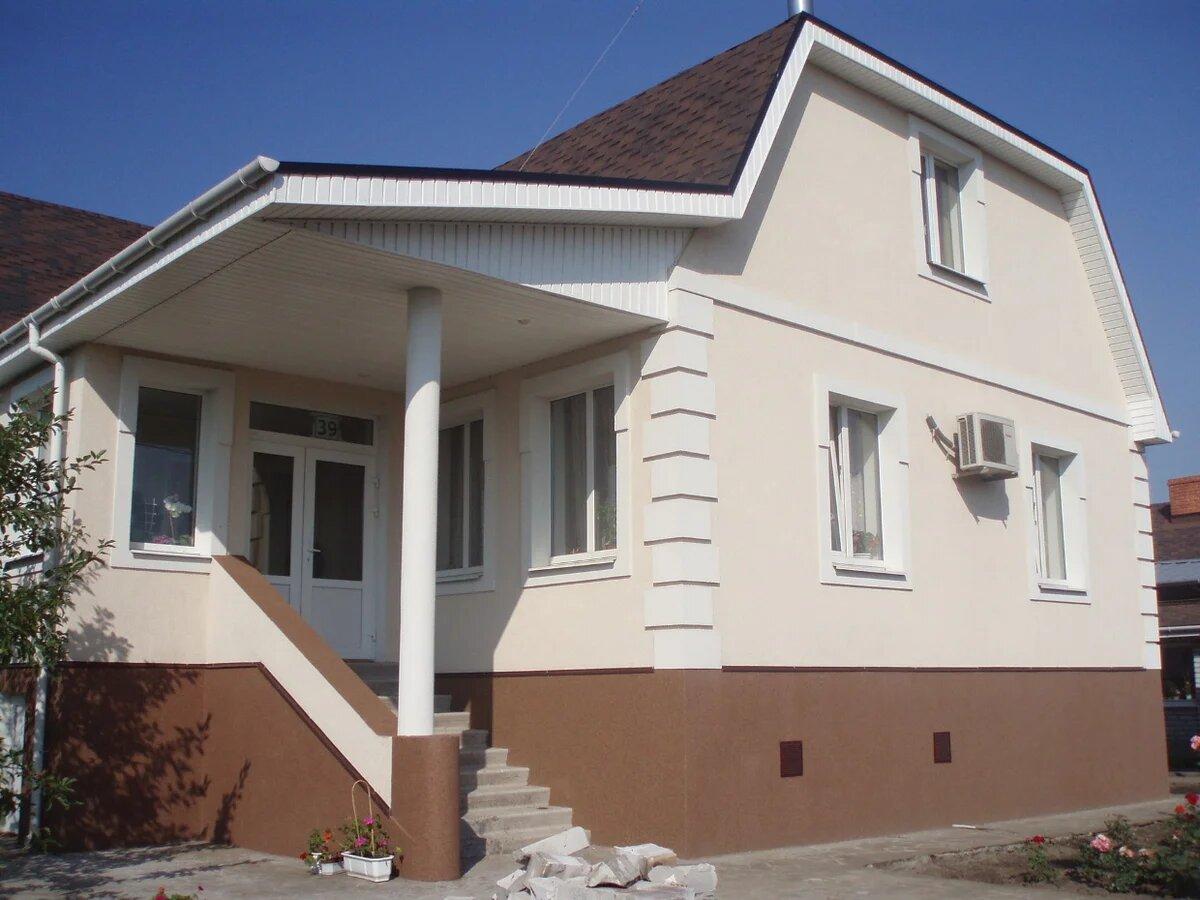 Крашенный фундамент дома