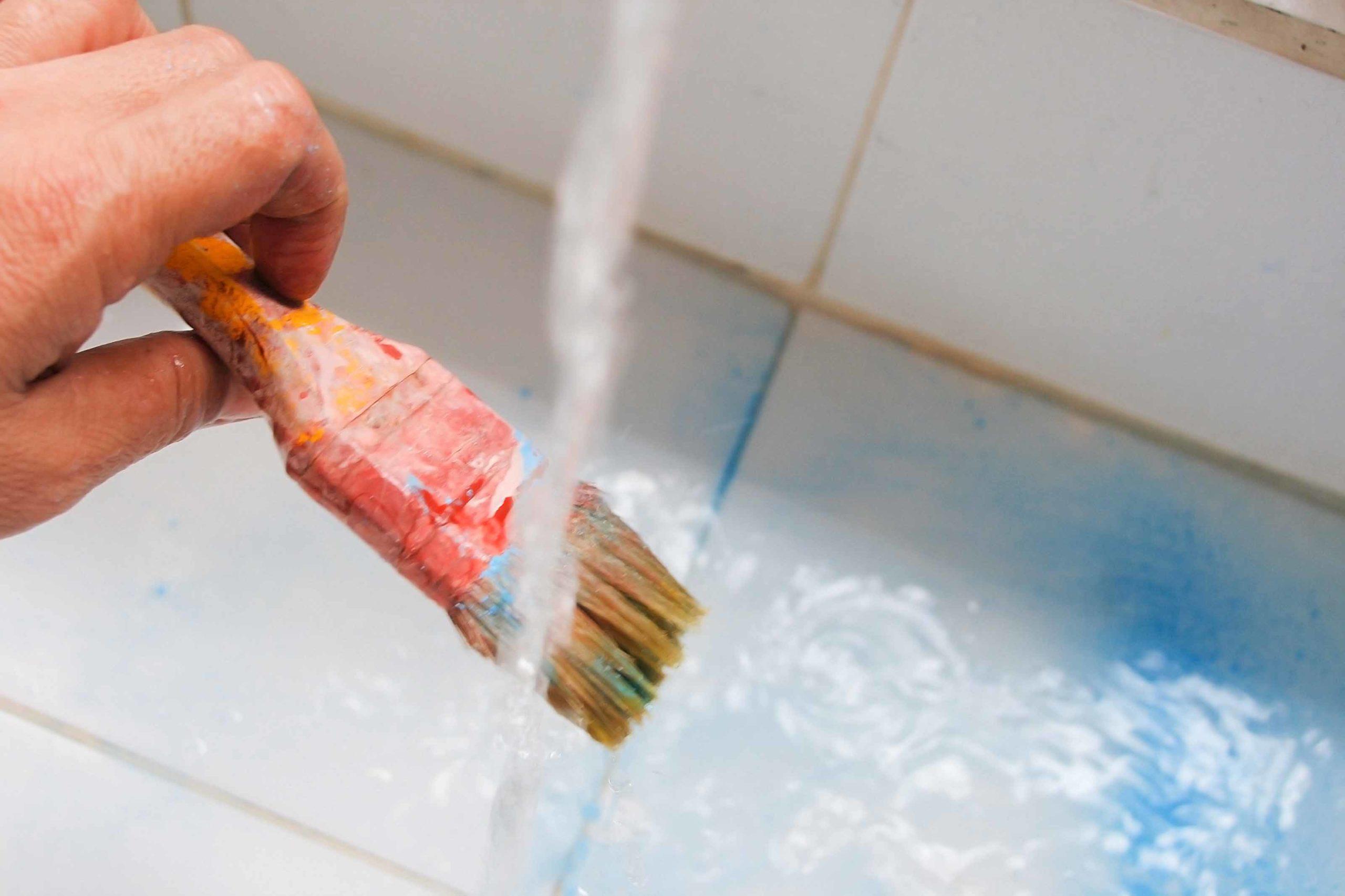 Мытье кисточки