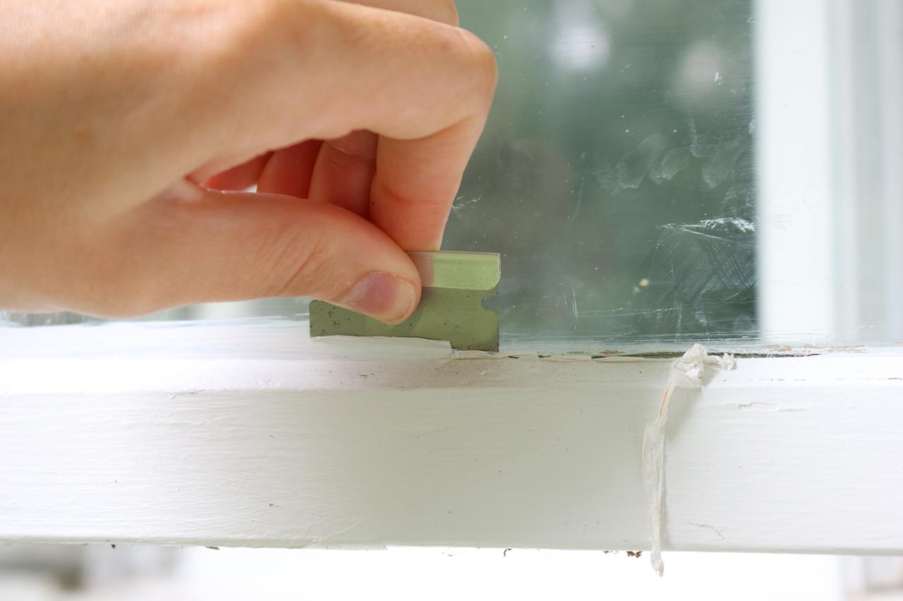 Удаление краски с окна