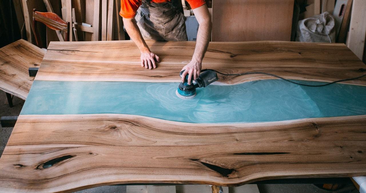 Фото полировки стола