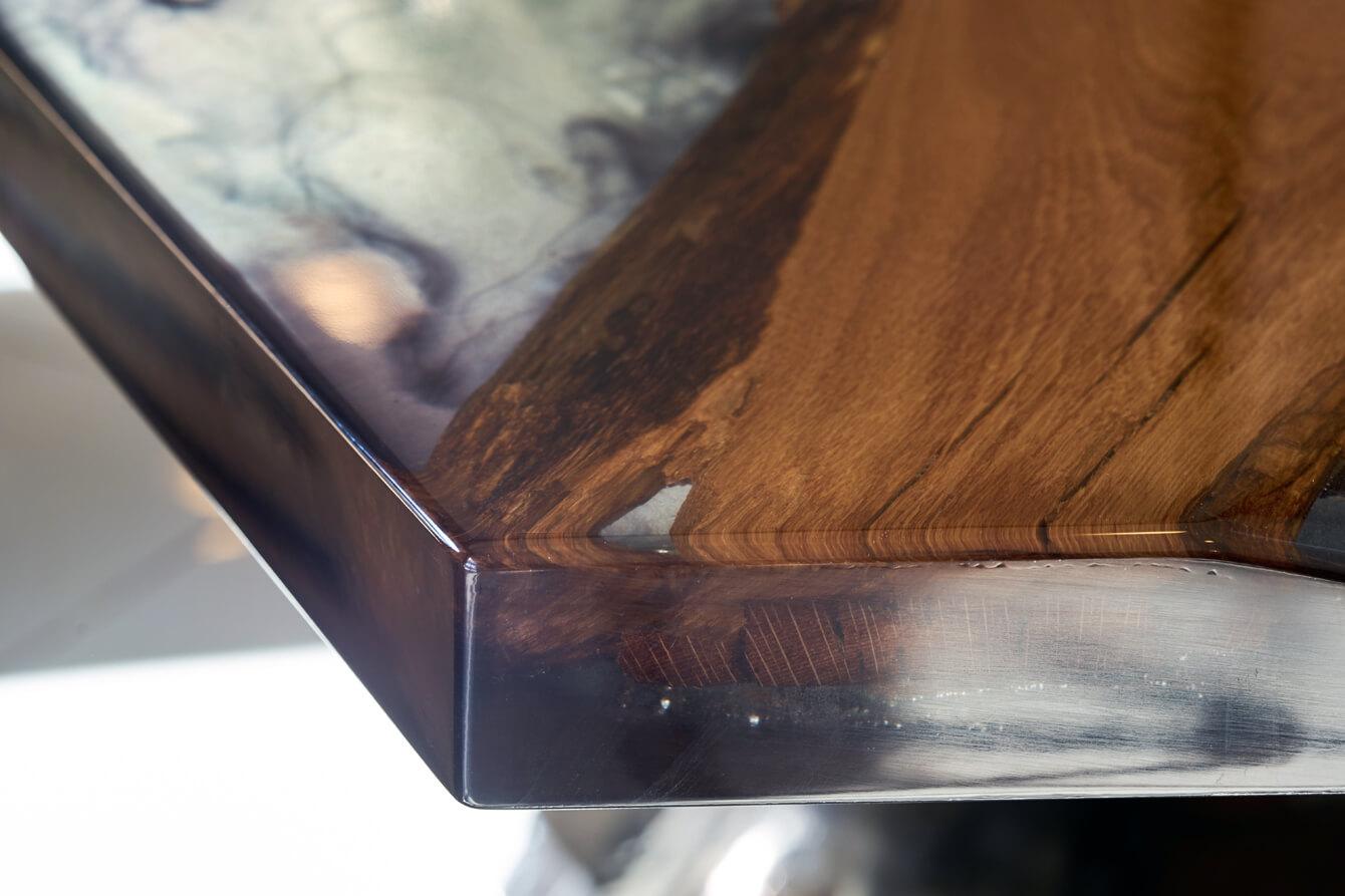 Фото стола с эпоксидкой