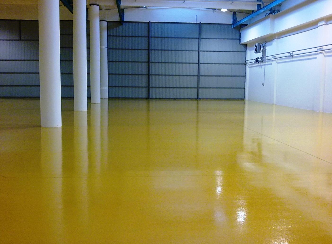 Желтый наливной пол