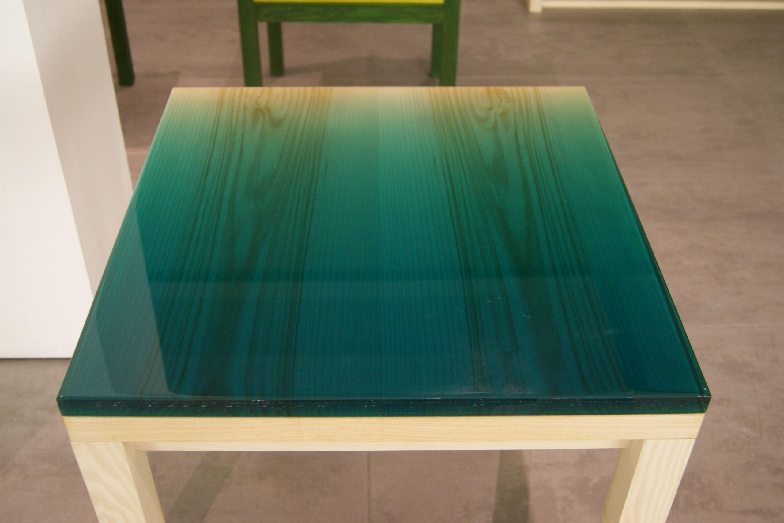 Жидкое стекло на столе