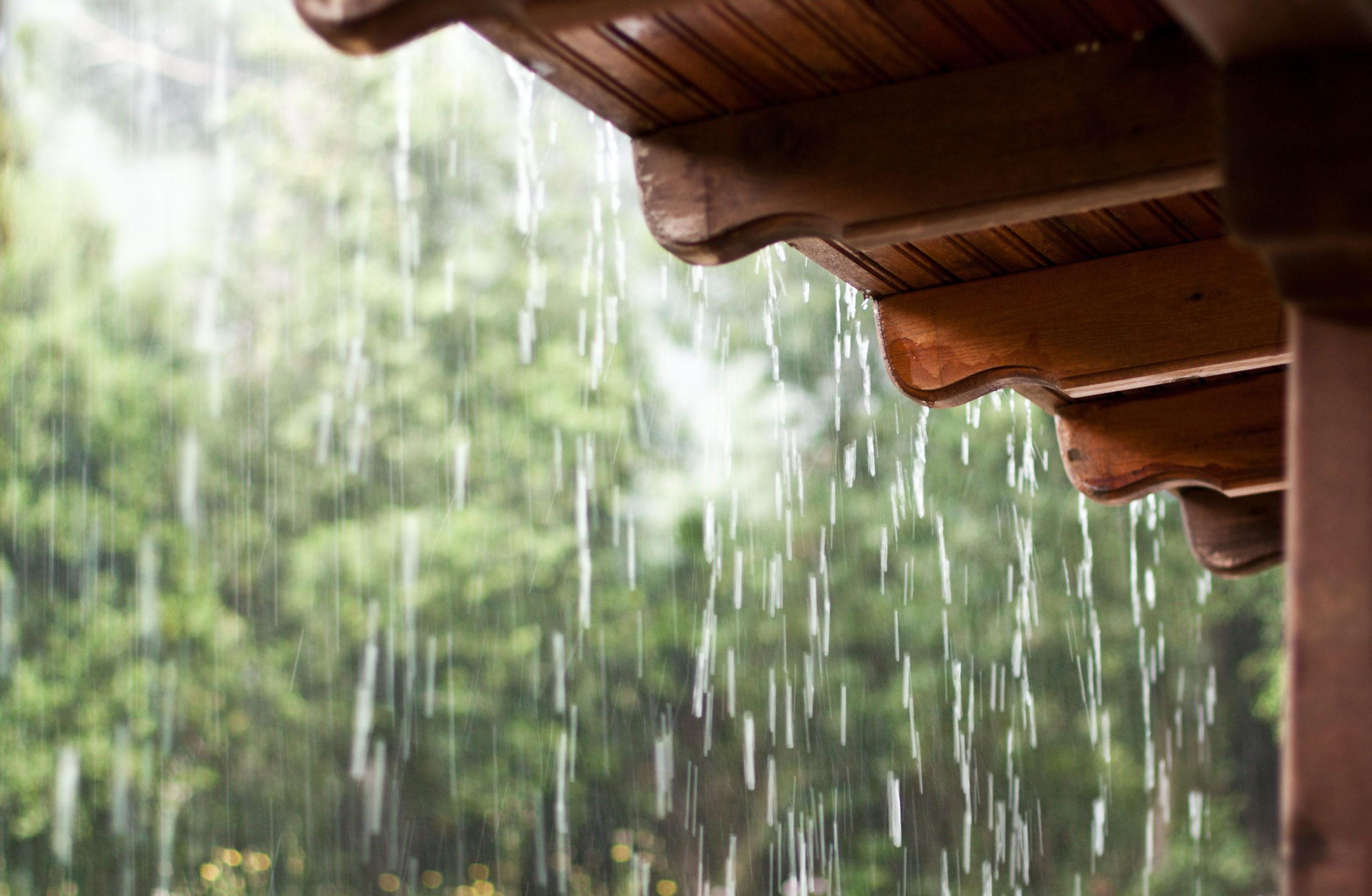Дождь и крыша