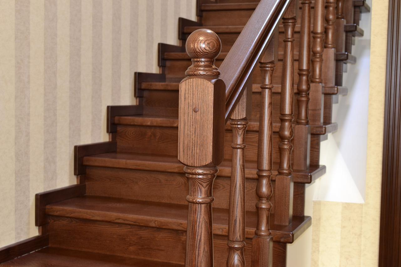 Лестница с лаком
