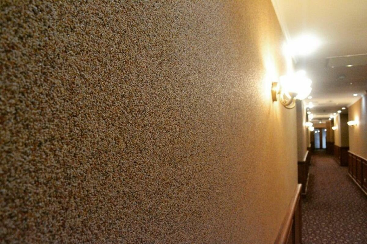 Минеральная штукатурка в коридоре