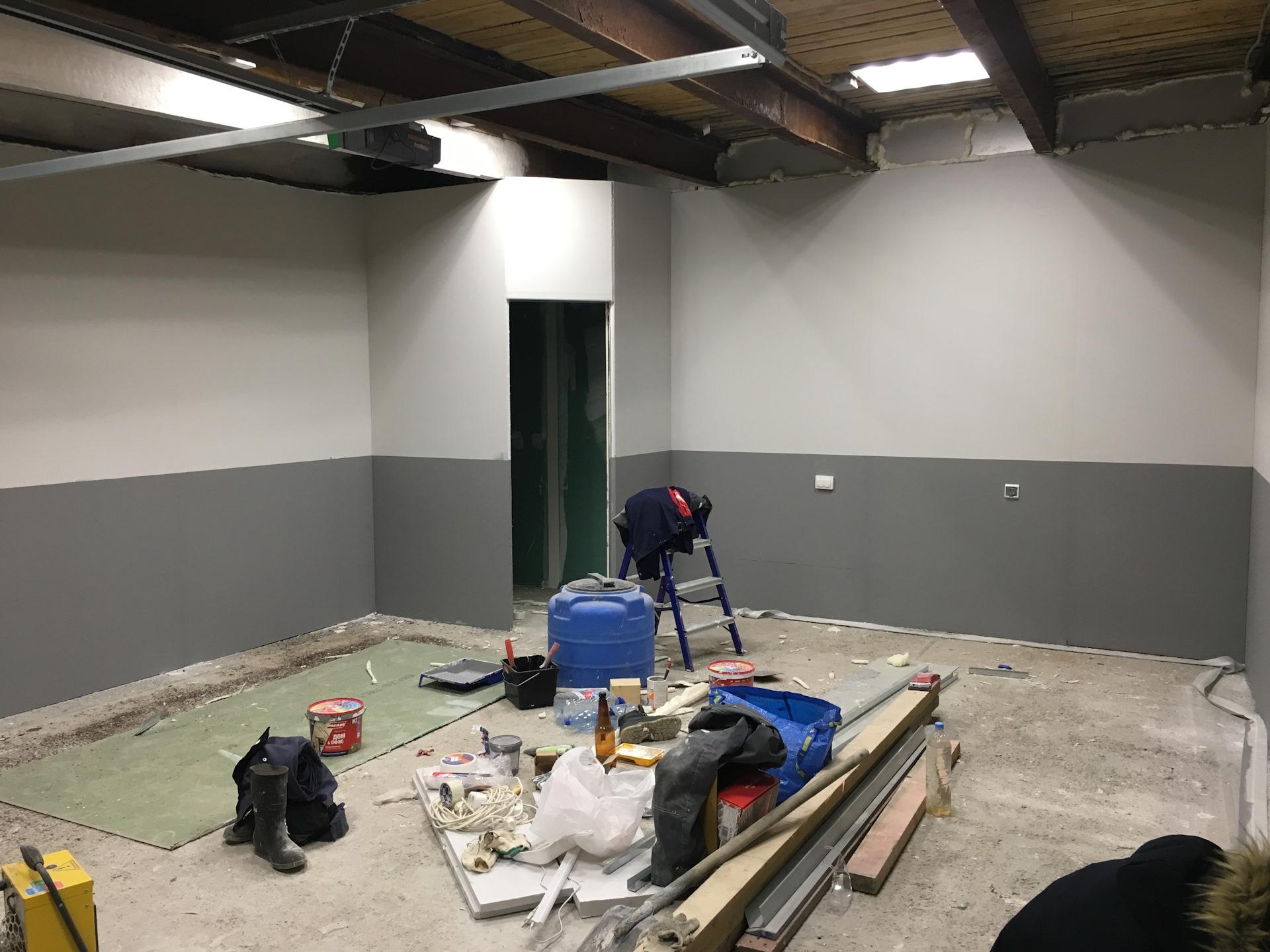 Окрашивание стен в гараже