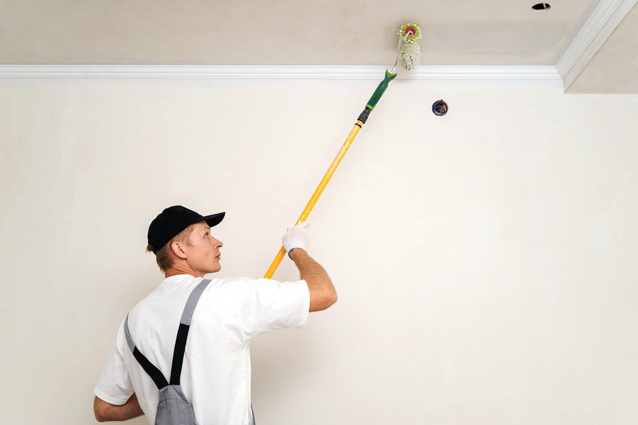 Фото покраски потолка