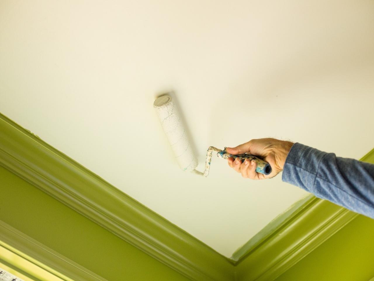 Покраска потолка в доме
