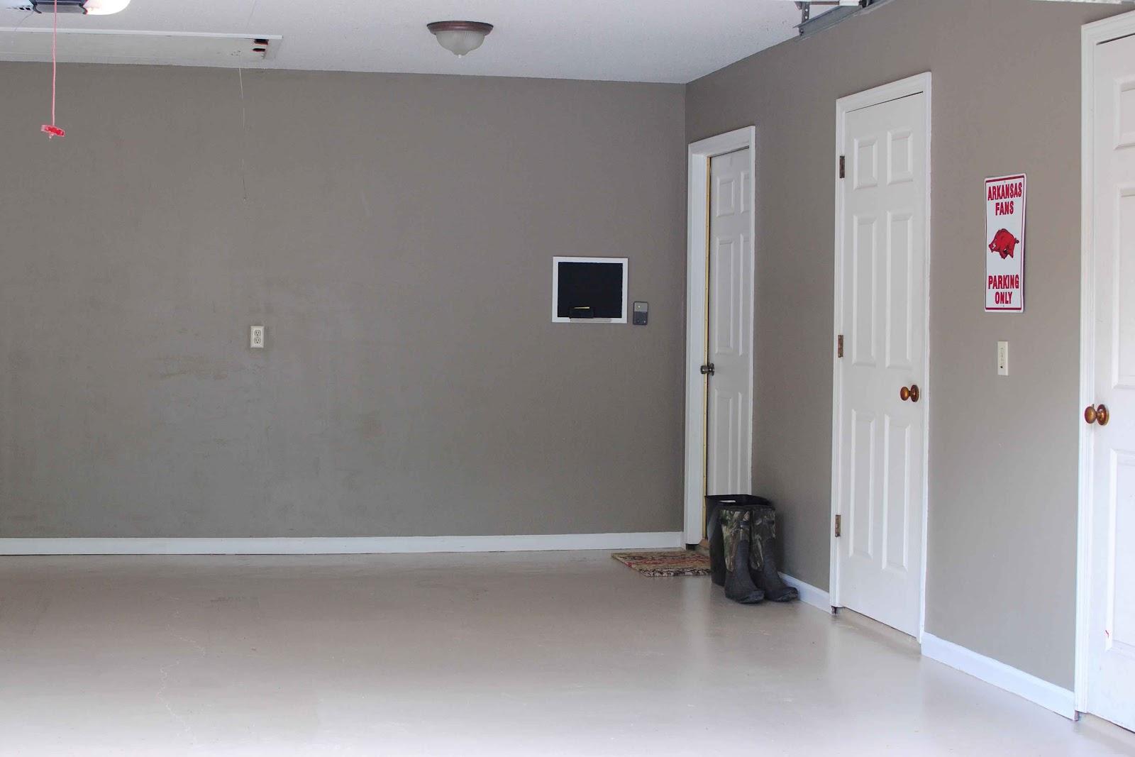 Серые стены в гараже