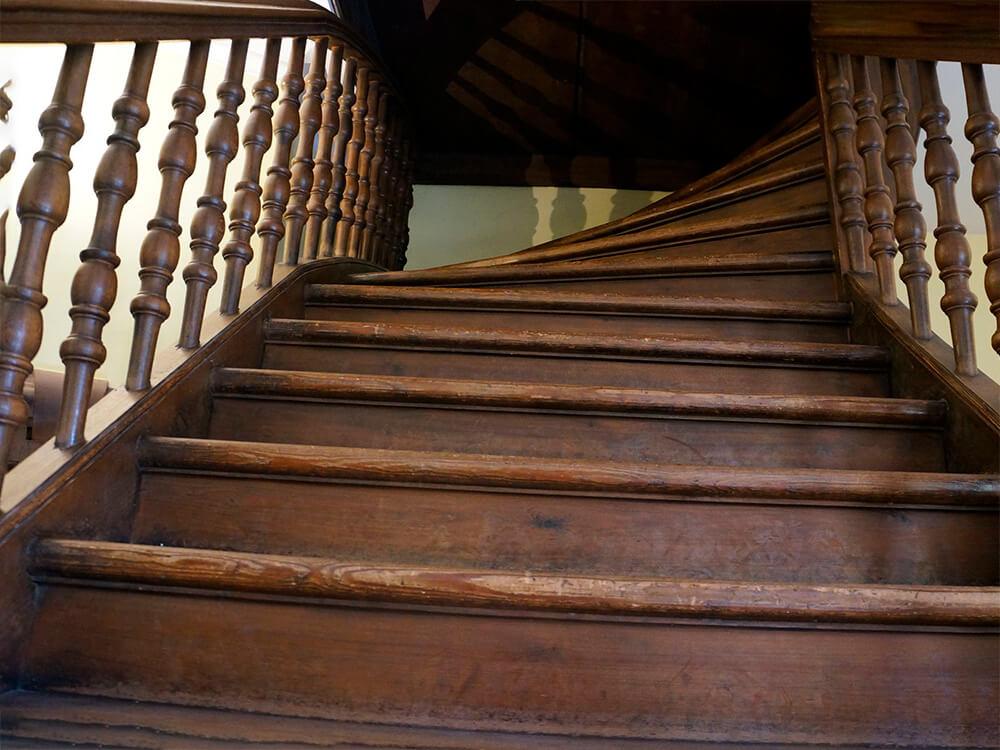 Фото старой лестницы