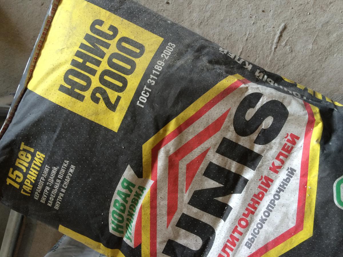 Клей Unis 2000 в упаковке