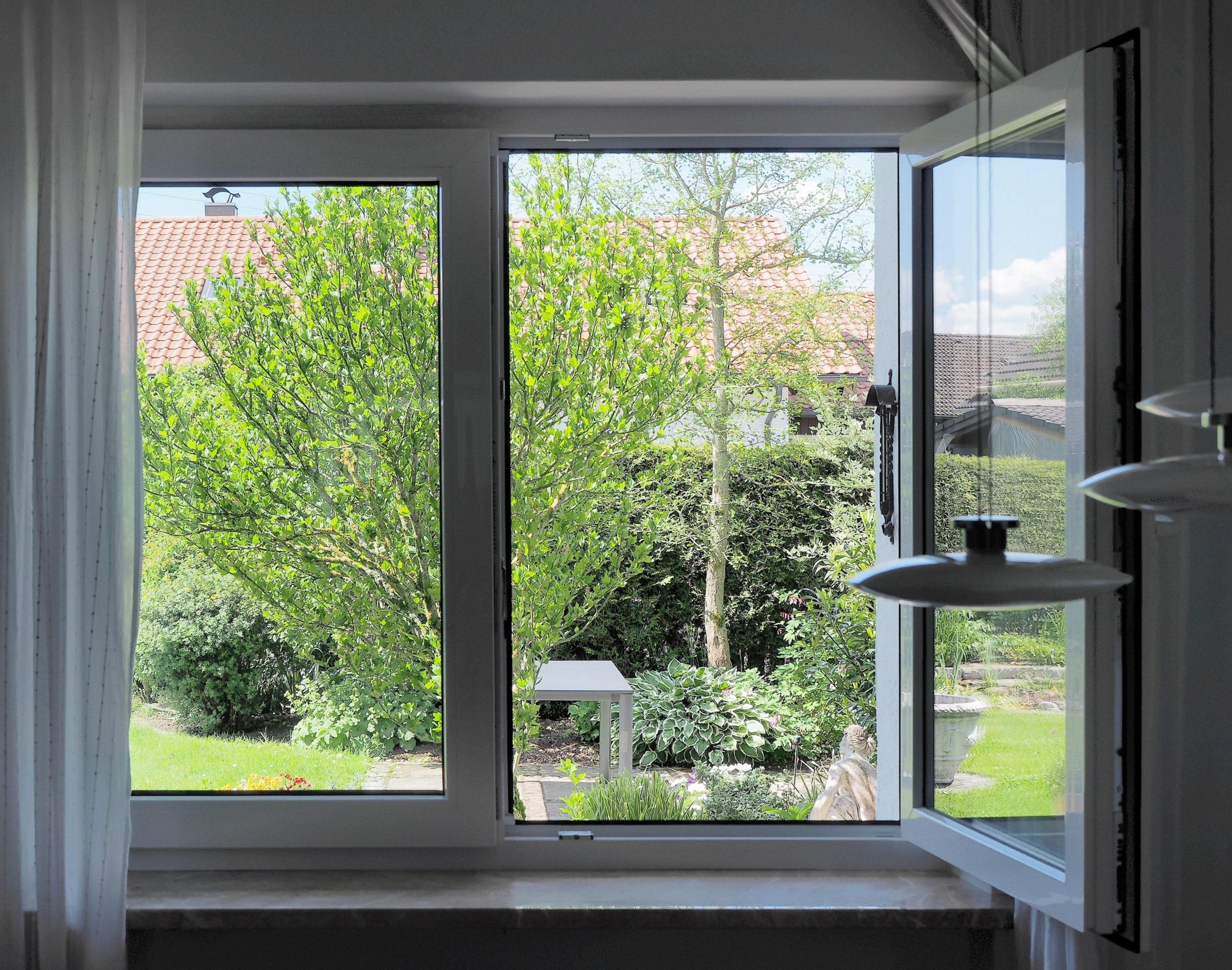 Фото открытого окна