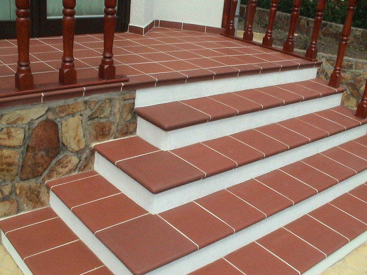 Плитка на лестнице