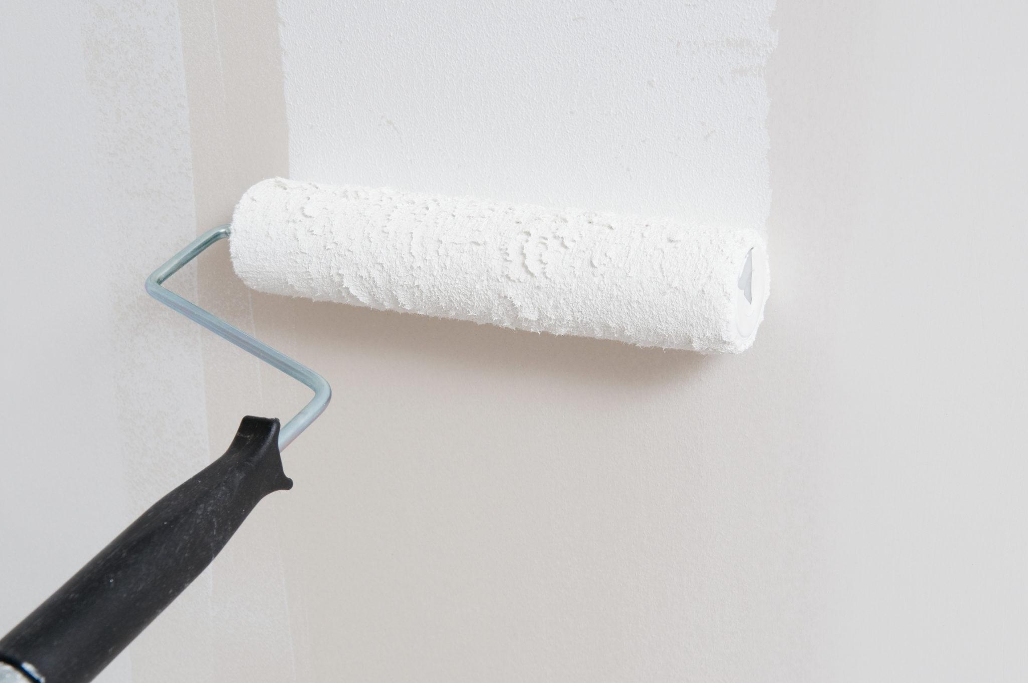 Грунтовка стены на краску