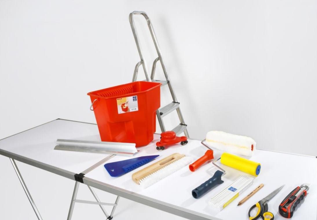 Фото инструментов для поклейки обоев