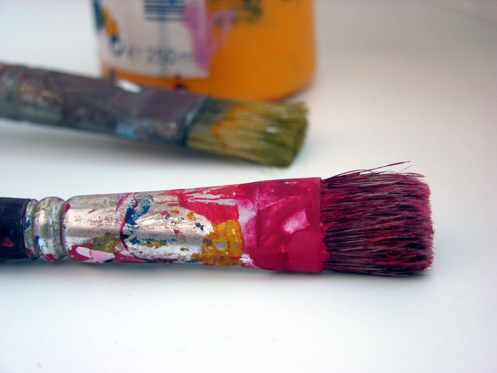 Фото кисточки с краской