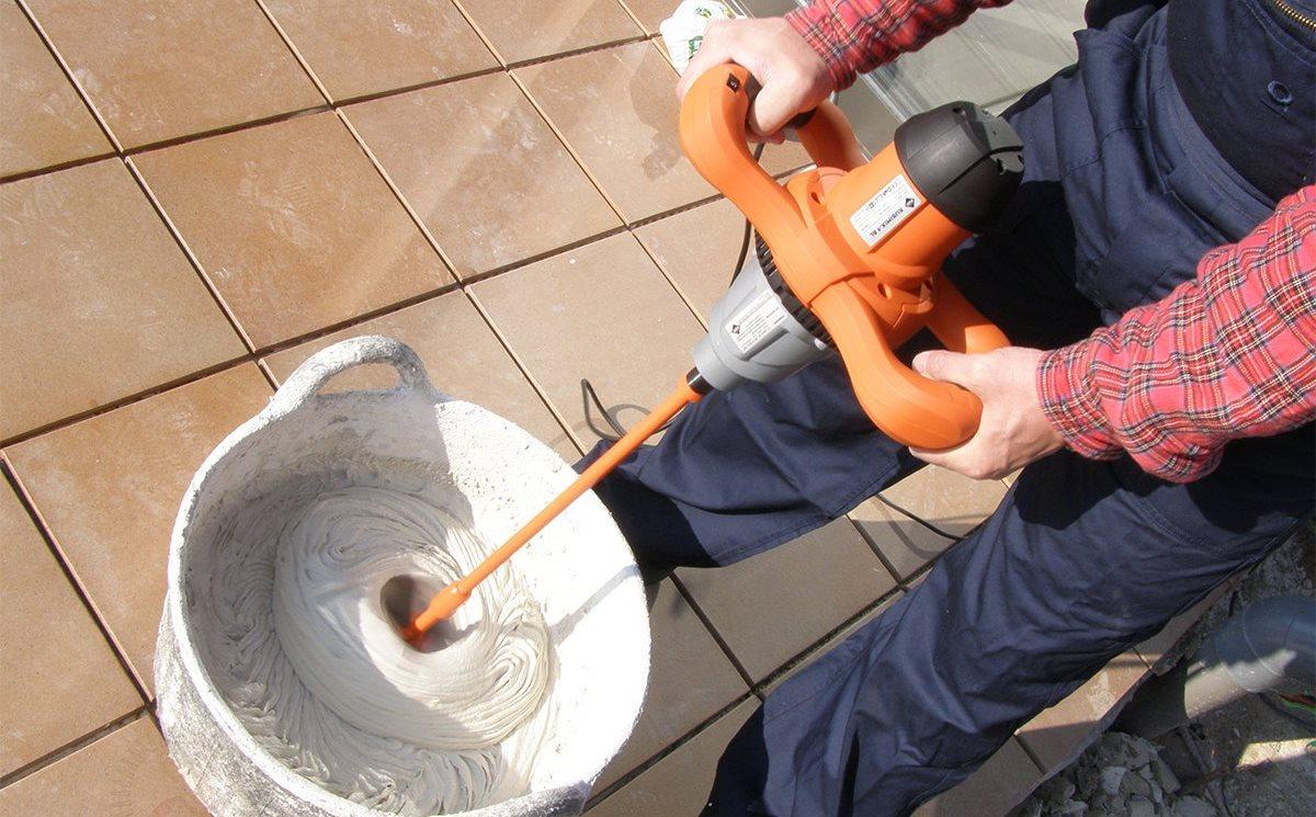 Перемешивание шпаклевки