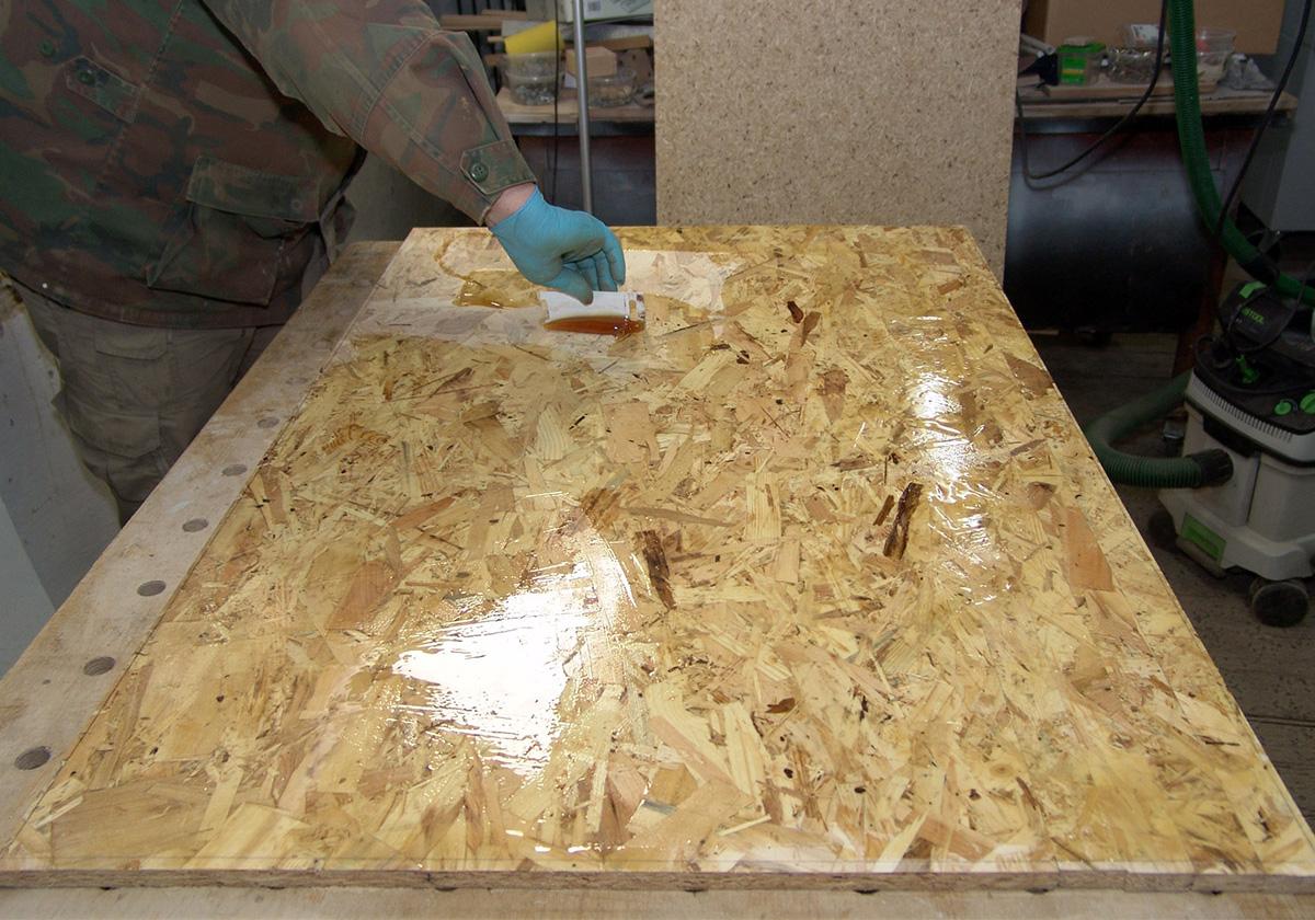 Покрытие ОСБ плиты лаком