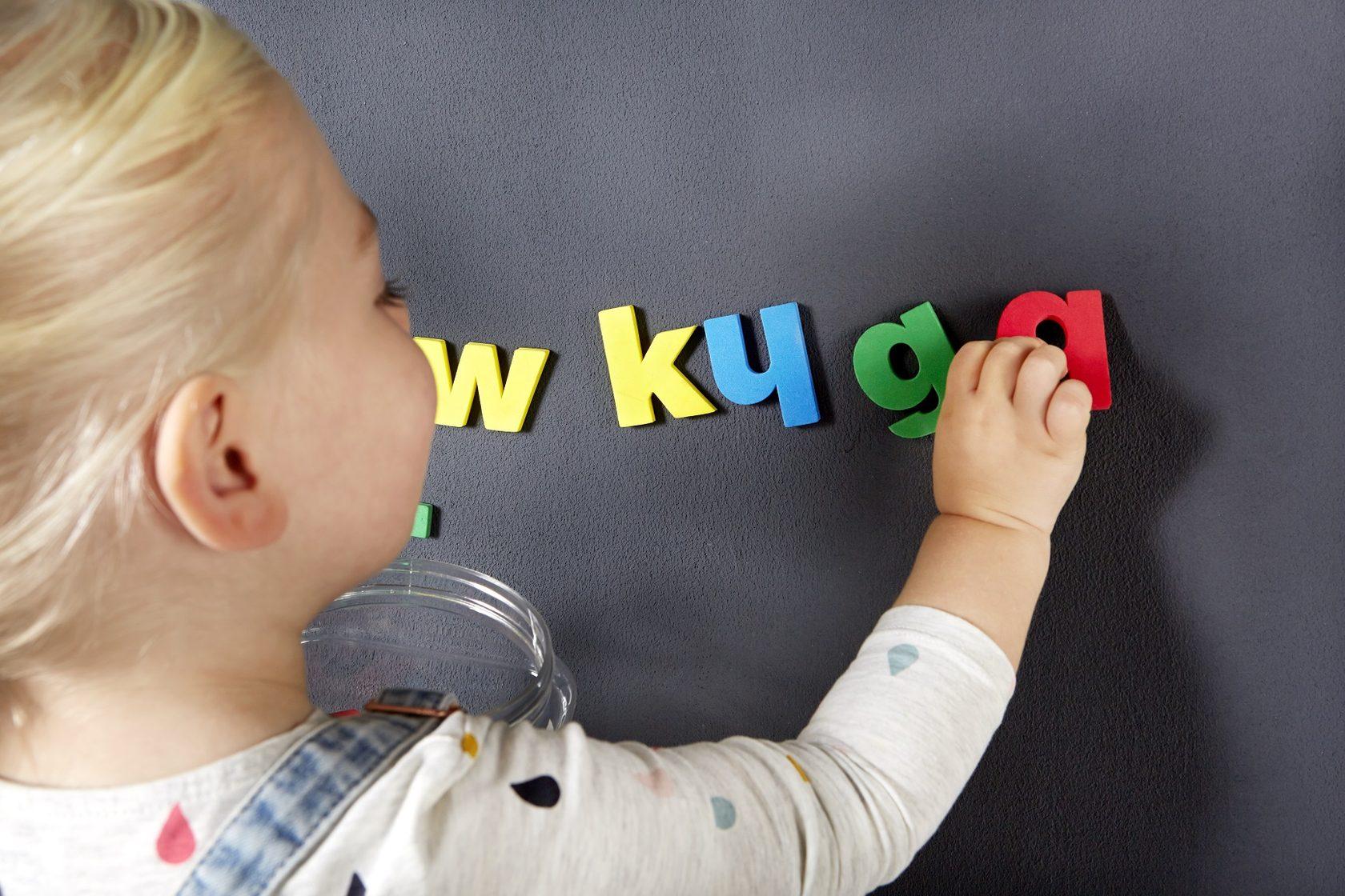 Фото ребенка с буквами