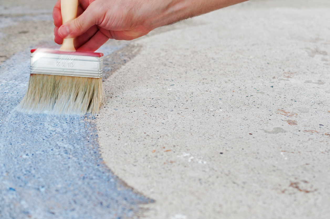 Грунтовка бетона кистью