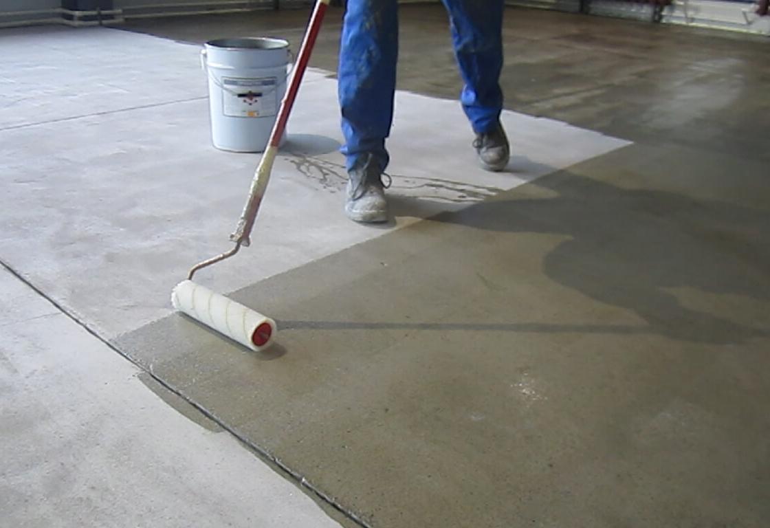 Грунтовать бетон валиком