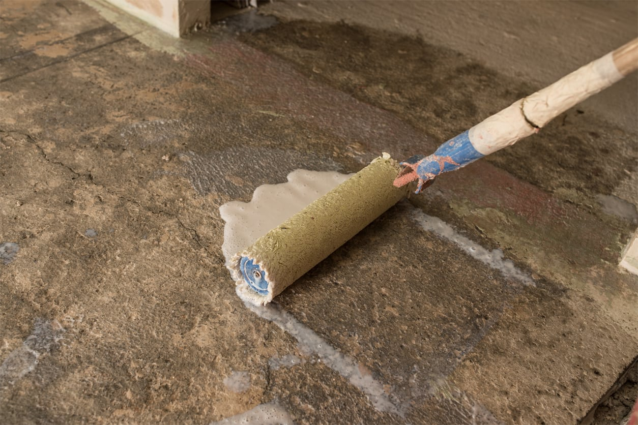 Грунтовка бетона валиком