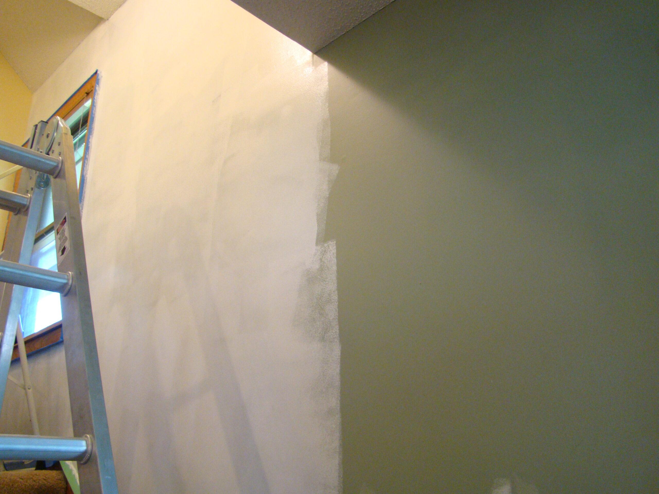 Грунтовка на стенах