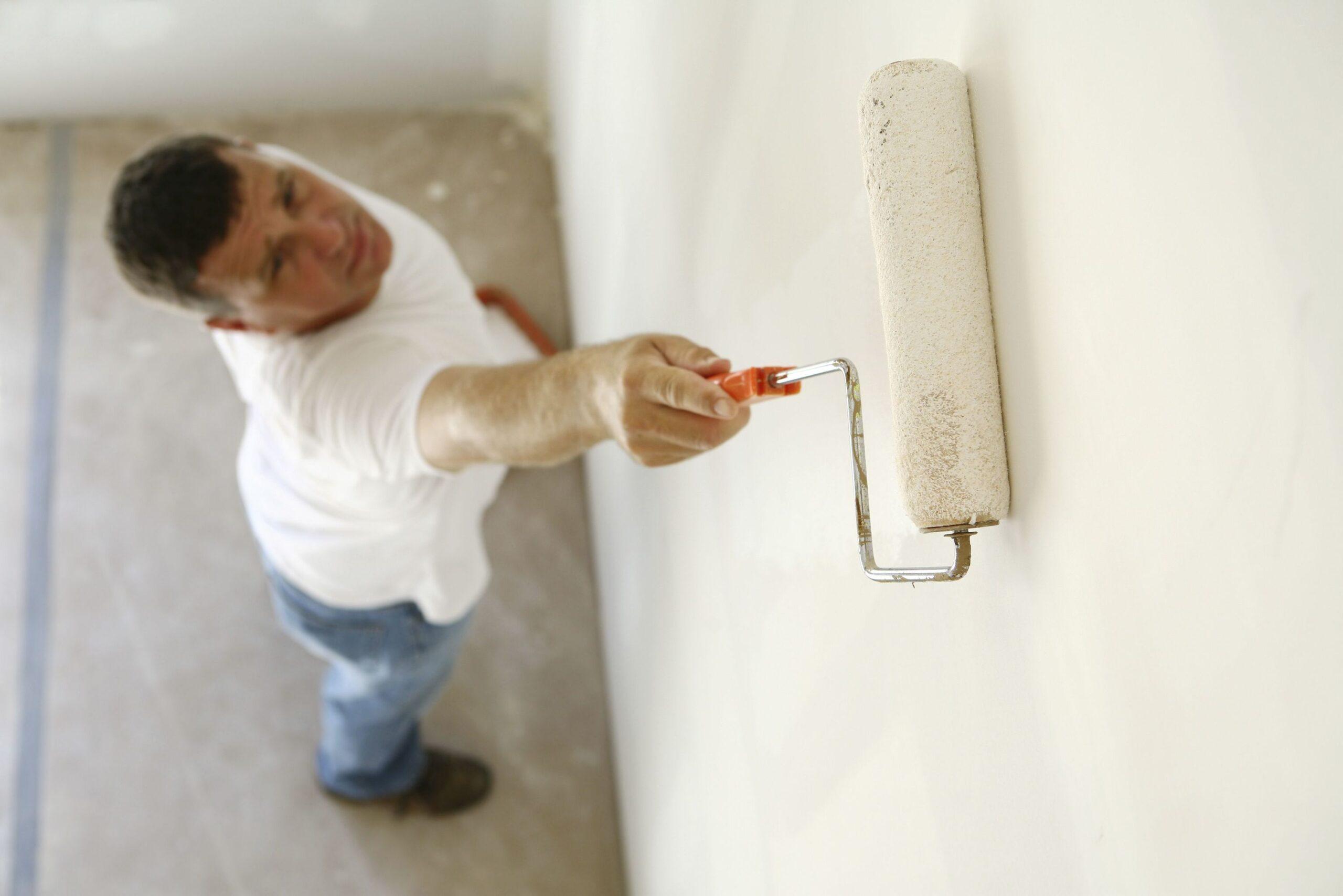 Грунтовка поверхности стен