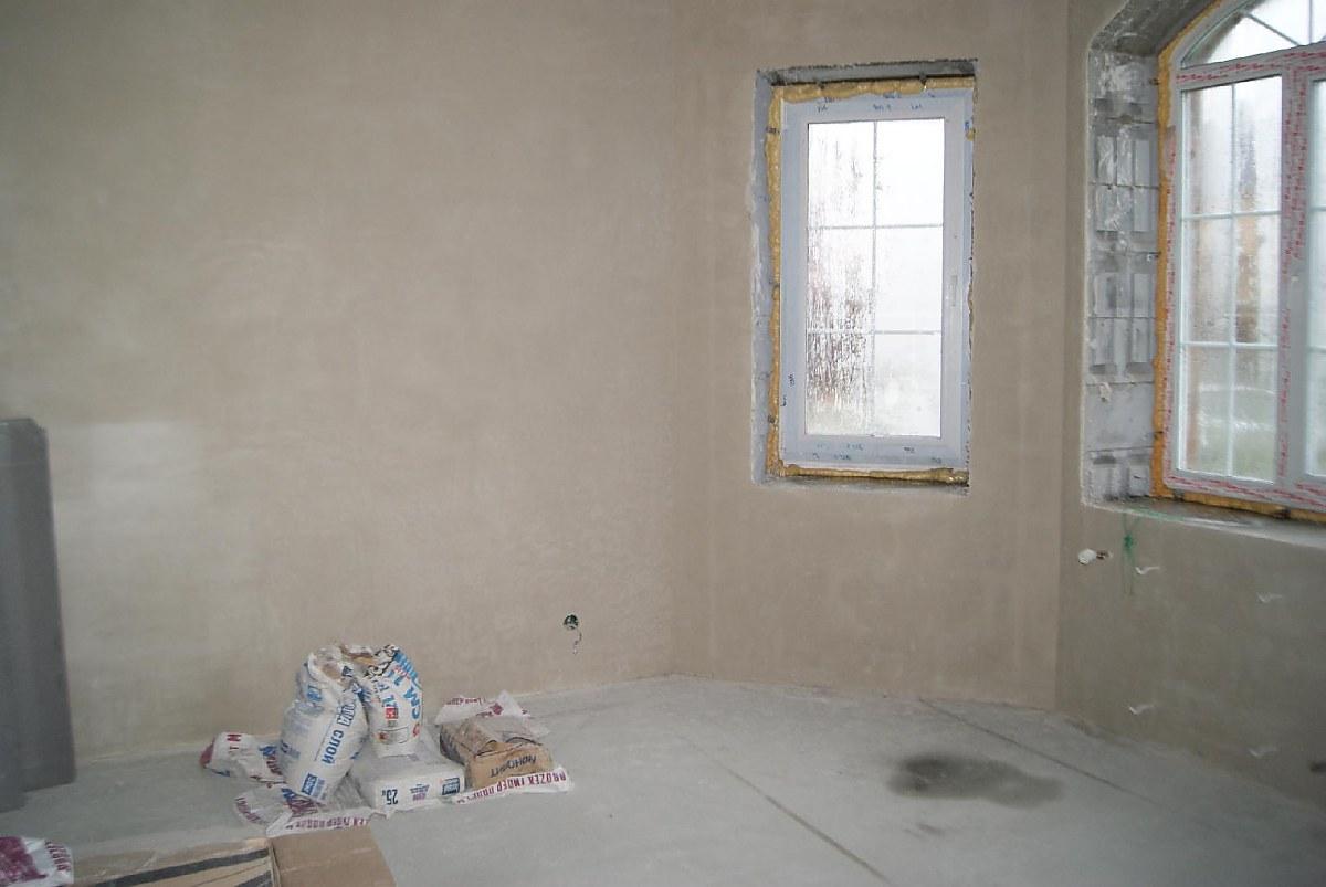 Оштукатуренные стены в доме