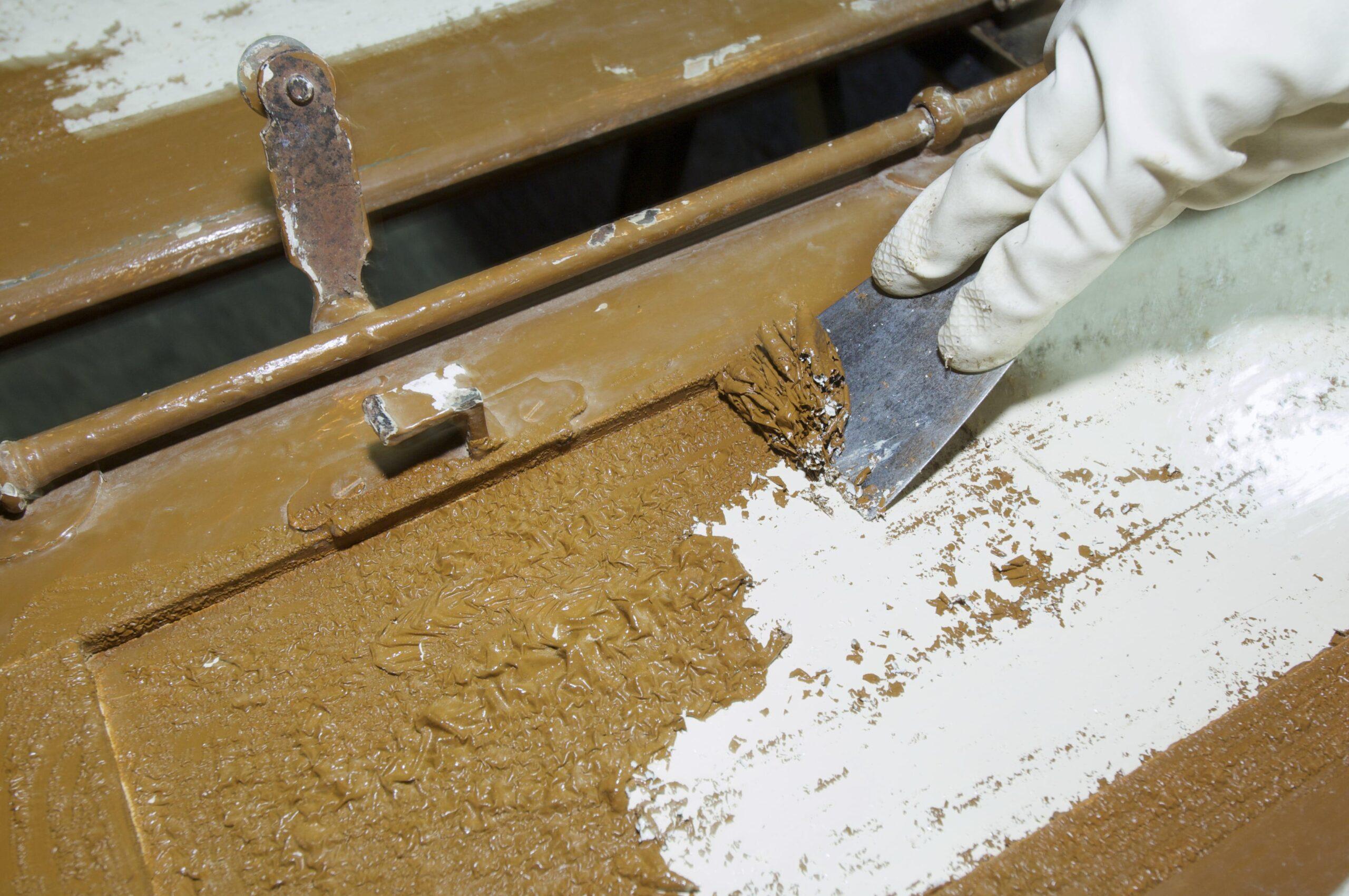 Демонтаж краски с дерева
