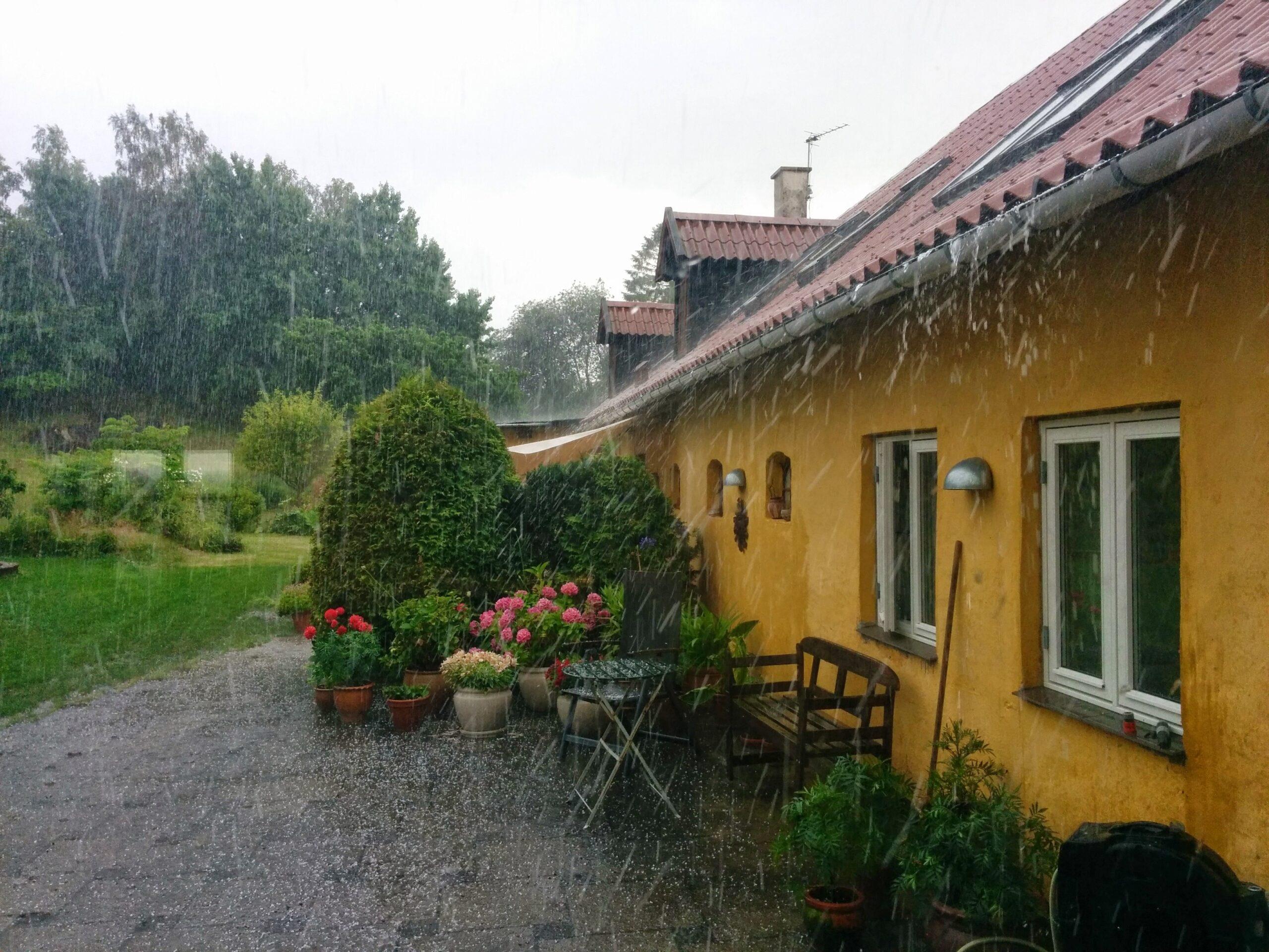 Дом под дождем