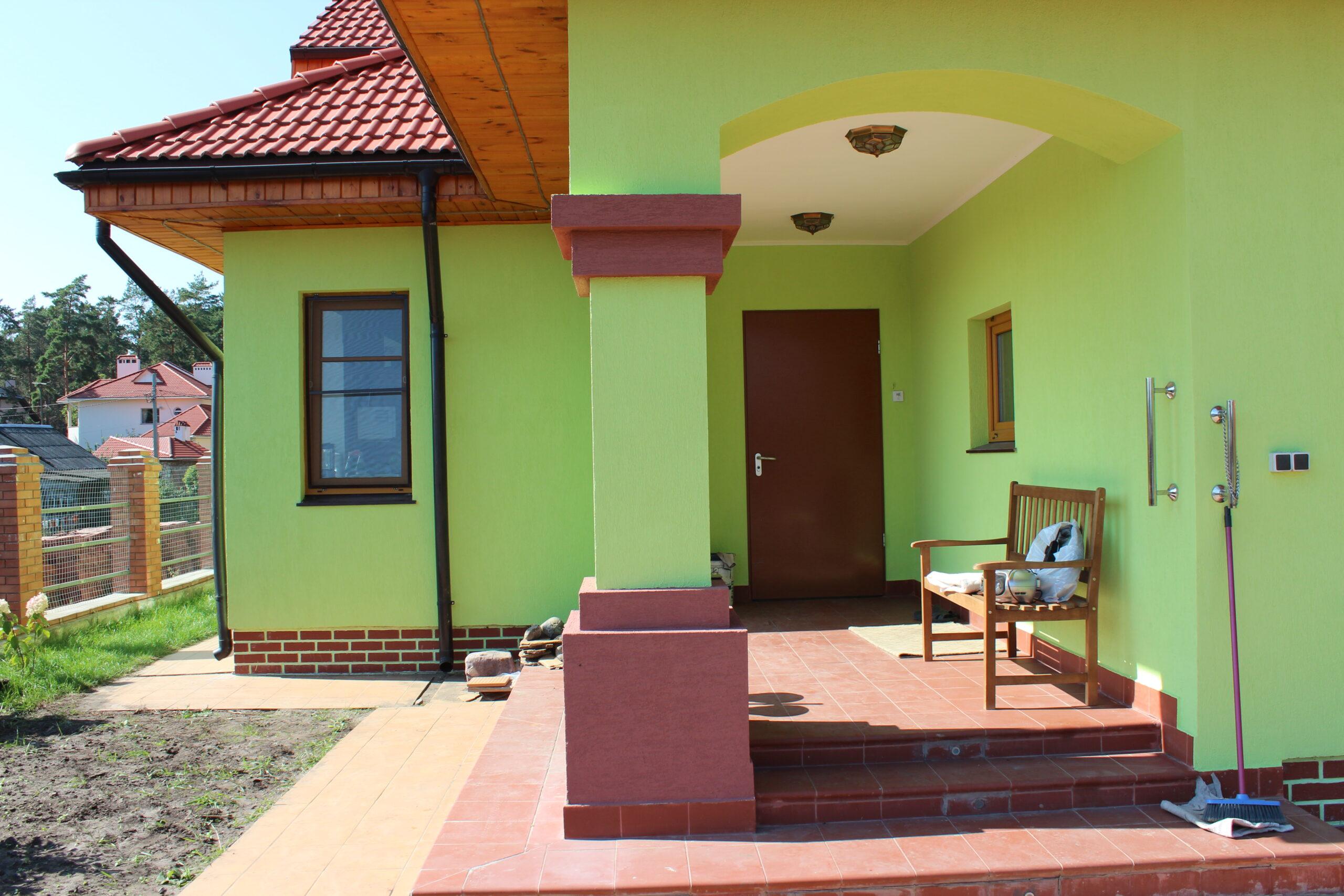 Крашенный фасад дома
