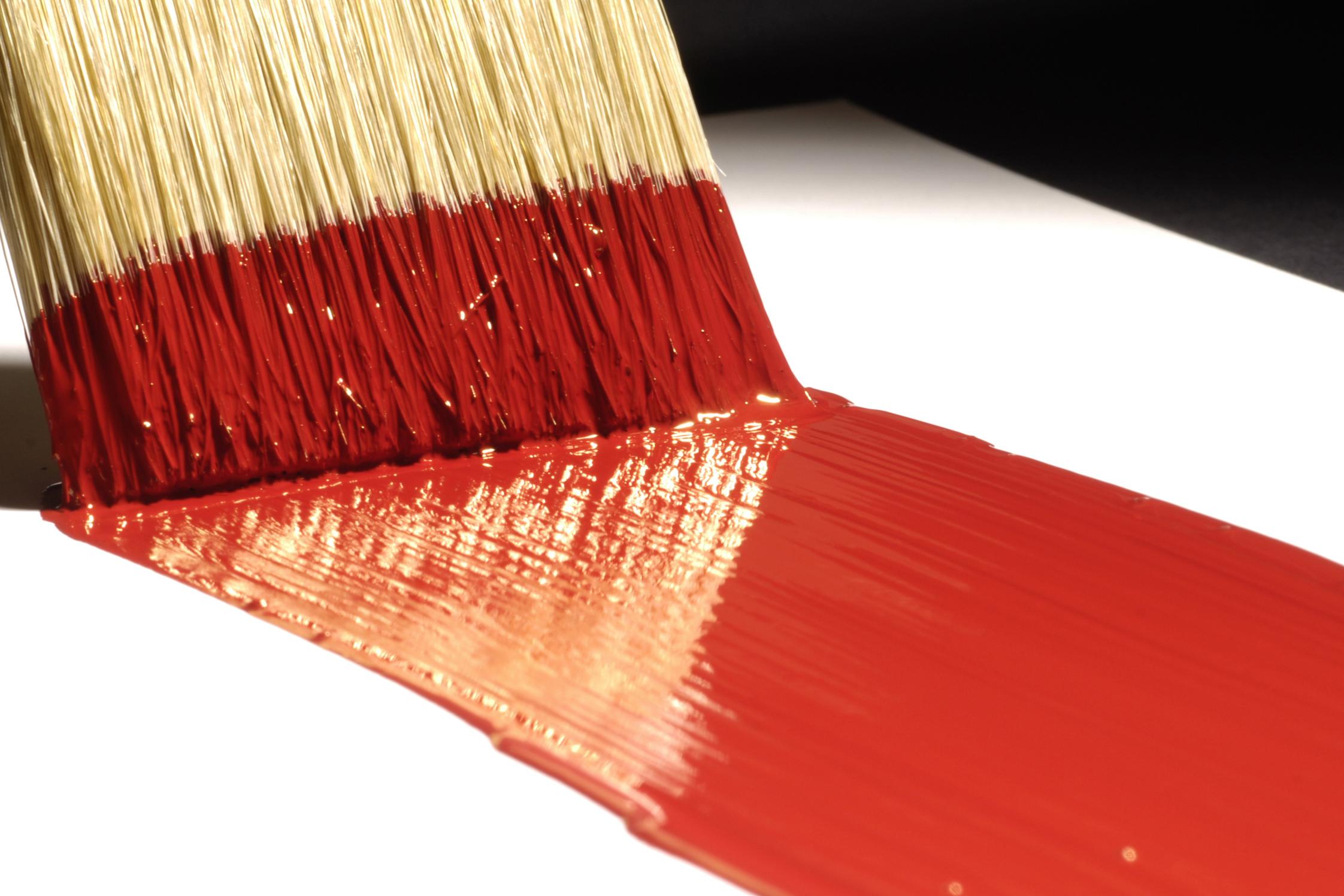 Нанесение краски кистью