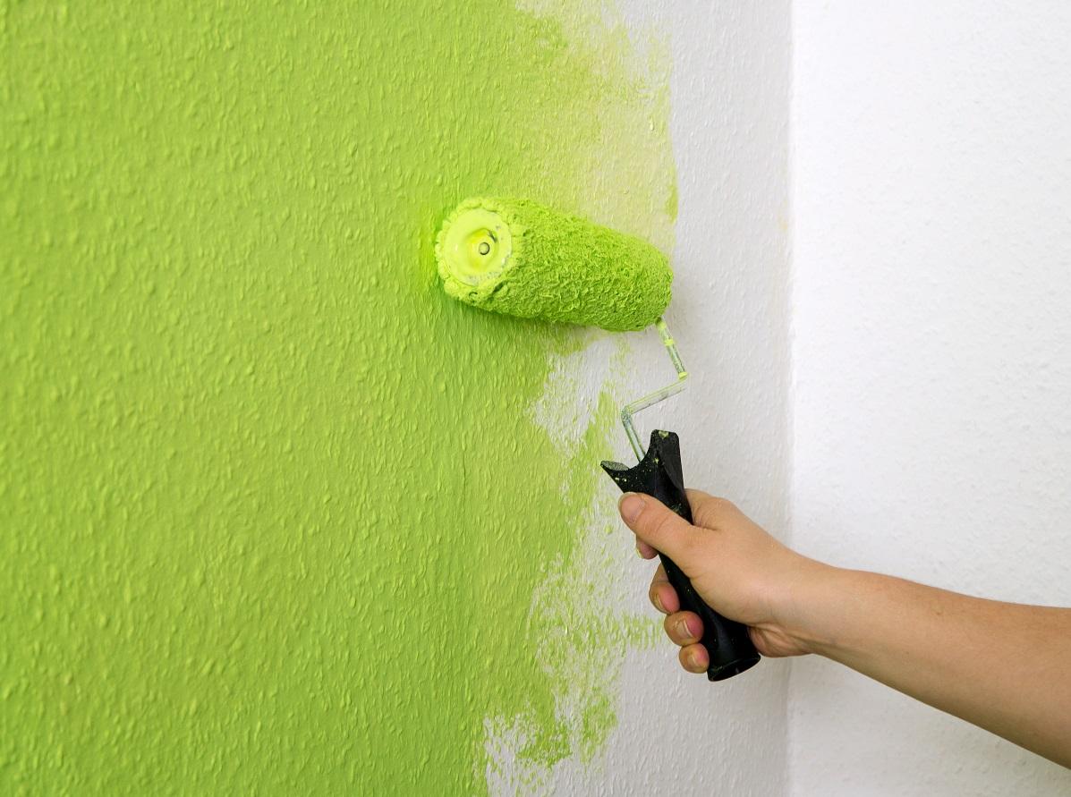 Окрашивание стен в квартире